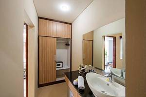 Tinggal Standard at Legian Nakula - Kamar mandi