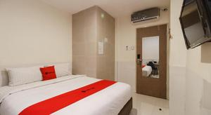 RedDoorz near Medan Railway Station