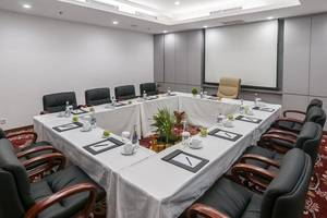 Arthama Hotels Losari Makassar - Meeting Room