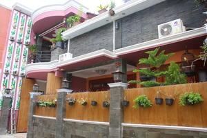 Villa Condong Catur Yogyakarta - Tampak depan rumah