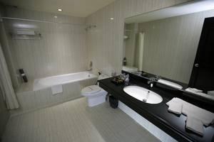 Hotel Narita  Tangerang - BATHROOM
