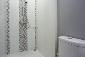 RedDoorz @Kwitang Jakarta - Bathroom