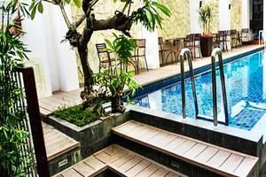 Favor Hotel Makassar - Kolam Renang
