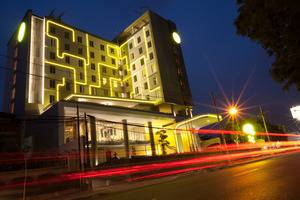Yello Hotel Jemursari - Eksterior