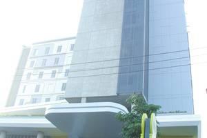 Yello Hotel Jemursari - Exterior
