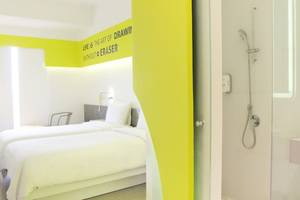 Yello Hotel Jemursari - Yello Room