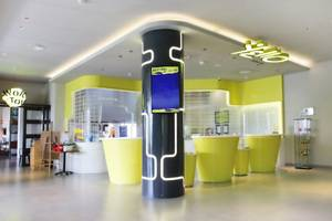 Yello Hotel Jemursari - Yello Lobby
