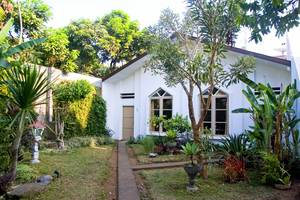 Villa Family Hotel Gradia Malang - Family 3 garden