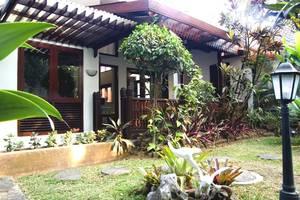 Villa Family Hotel Gradia Malang - Villa garden