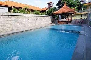 RedDoorz Plus @ Patimura Legian Bali - Kolam Renang