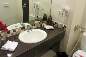 Gambir Anom Hotel & Villa  Solo - Kamar Mandi