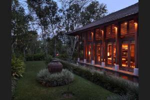 Puri Candikuning Bedugul - Courtyard