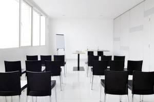 Amaris Panakkukang - Ruang Rapat