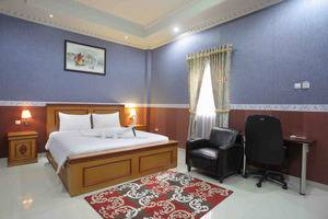Imelda Hotel Padang - Deluxe Kamar Tidur