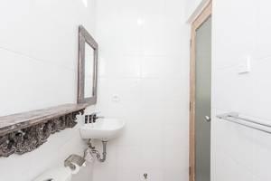 RedDoorz @Sanur 2 Bali - Kamar mandi