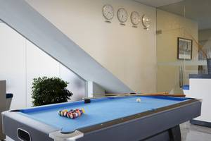 Batiqa Hotel and Apartments Karawang - Billiard