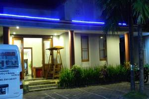 Hasanah Buring Guest House Malang - Area parkir