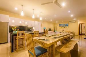 Villa Tepi Sungai Bali - Ruang makan