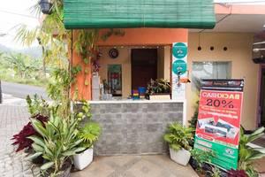 Villa Panderman Indah Malang - lobby