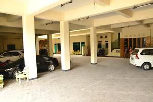 Gajah Mada Hotel Ponorogo - parking area