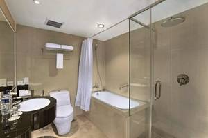 Aston Semarang - Deluxe Bathroom