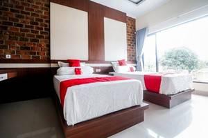 RedDoorz Plus near Kualanamu Airport Medan - Bedroom Twin