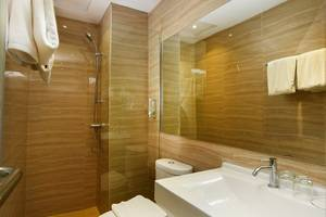 The Crew Hotel Kno Medan - Bathroom