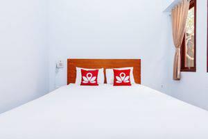 ZEN Premium Canggu Batu Villa Bali - Tampak tempat tidur double