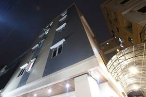 Newton Residence Jakarta - Gedung Newton Residence di malam hari