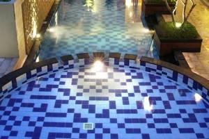 Quin Colombo Hotel Yogyakarta - kolam renang