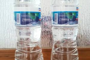Araya Vacation Home BSD City South Tangerang - 2 air minum botolan 1500ml untuk kenyamanan Anda
