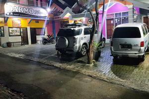 Darmo Homestay Malang - Tempat parkir