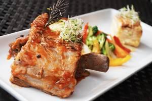 J4 Hotels Legian - food