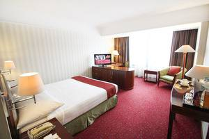 Redtop Hotel & Convention Center Jakarta - Superior Queen Bed