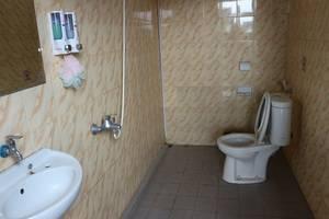 Larisa Homestay Jogja - Bathroom