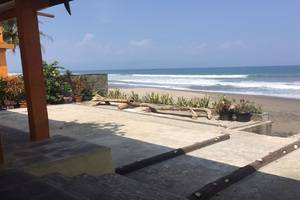 Wisma Mila Tepi Pantai Karang Hawu - Exterior