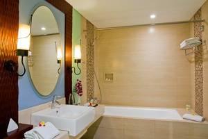 The Rani Hotel & Spa Bali - Kamar mandi deluxe akses ke kolam renang