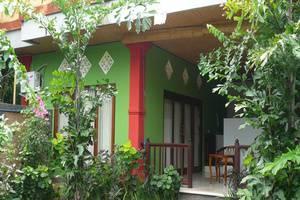 C'est Bon Homestay 2 Bali - Kamar Tidur Pemandangan Taman - eksterior