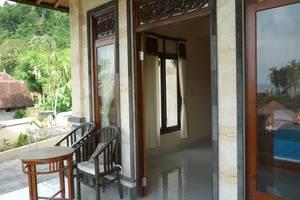 C'est Bon Homestay 2 Bali - Ocean View Kamar - Teras