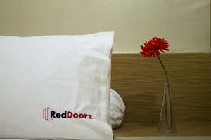 RedDoorz Near Mall Taman Anggrek Jakarta - Kamar tamu