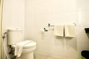 ZenRooms Thamrin Kebon Sirih - Kamar mandi