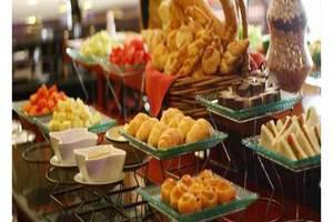 Travellers Hotel Jakarta - Food & Beverage