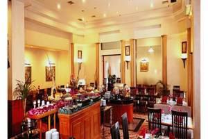 Travellers Hotel Jakarta - Restaurant