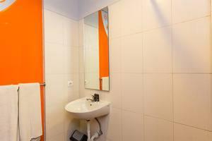 RedDoorz @ Padma Utara 3 Bali - Kamar mandi