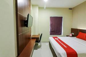 NIDA Rooms Racing Center Makassar - Kamar tamu