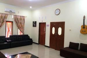 Wisma Ahlen Pangandaran Pangandaran - family & sofa bed