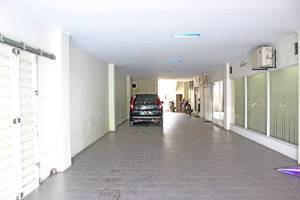 ZenRooms Salemba Syariah Jakarta - Area parkir