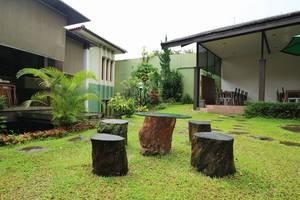 Homestay Retanata Bandung - Taman