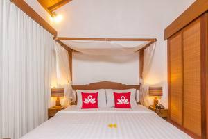 ZenRooms Seminyak Kunti Nuansa Bali - Tampak tempat tidur double