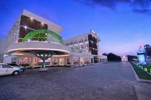 D'MAX Hotel & Convention Lombok - Tampilan Luar Hotel